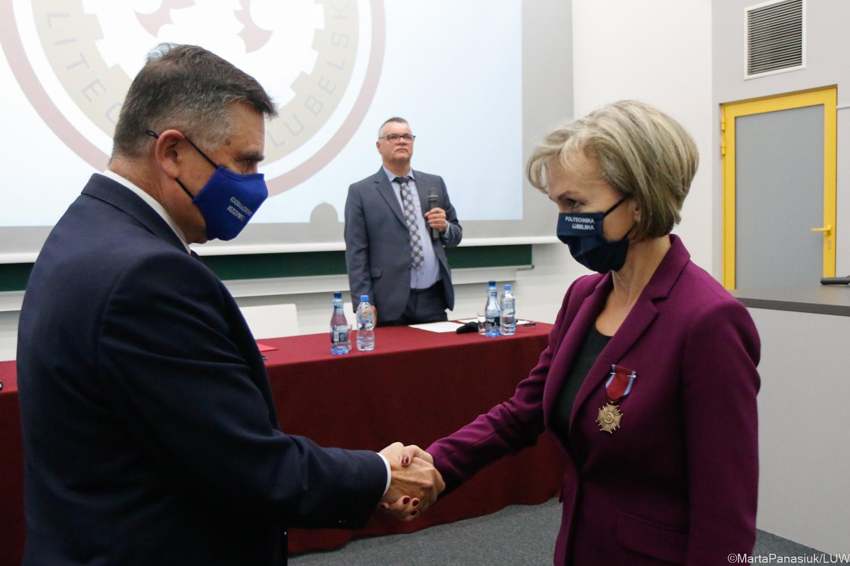 Lublin: Pracownicy Politechniki Lubelskiej wyróżnieni medalami [GALERIA] - Zdjęcie główne