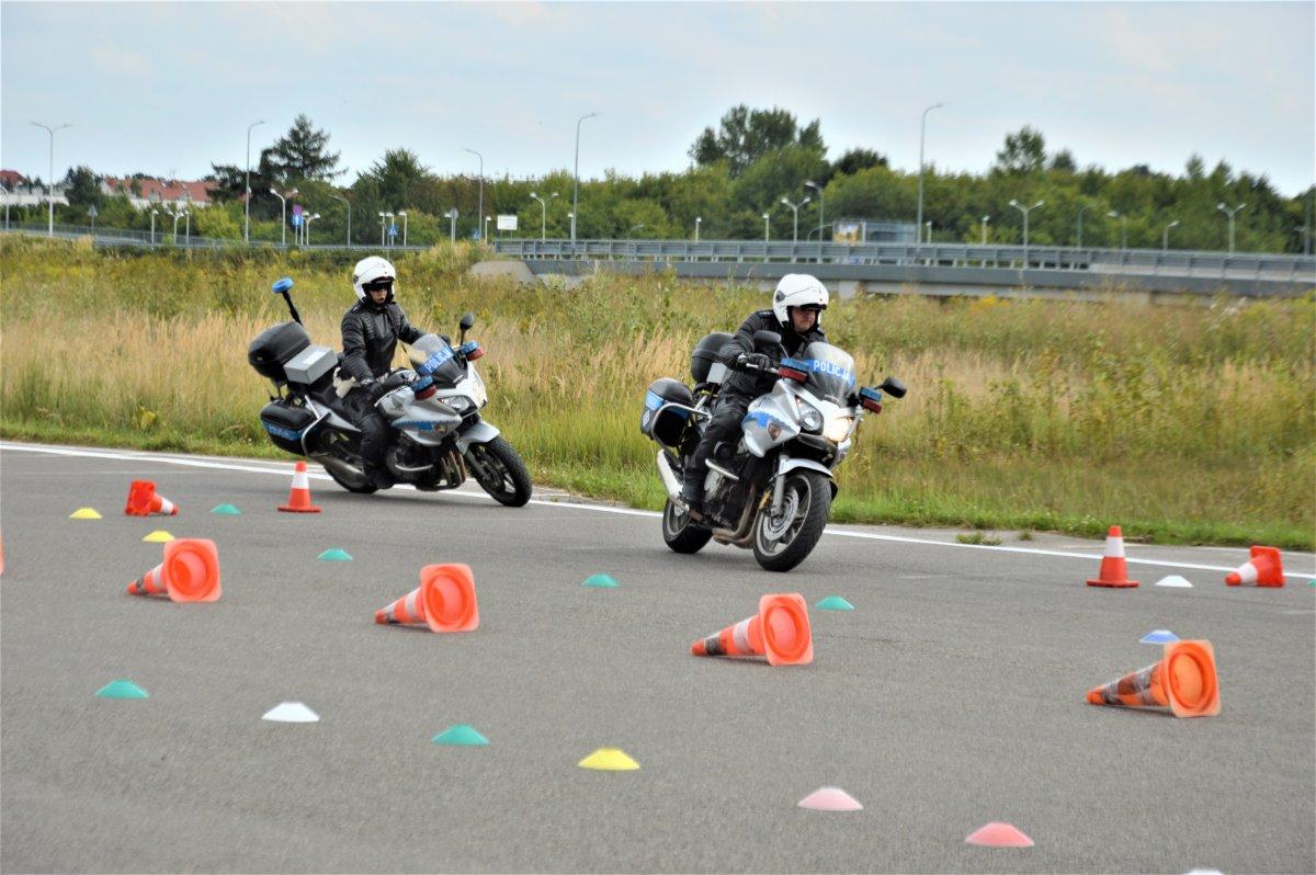 Lubelscy policjanci szkolili się z jazdy na motocyklu - Zdjęcie główne