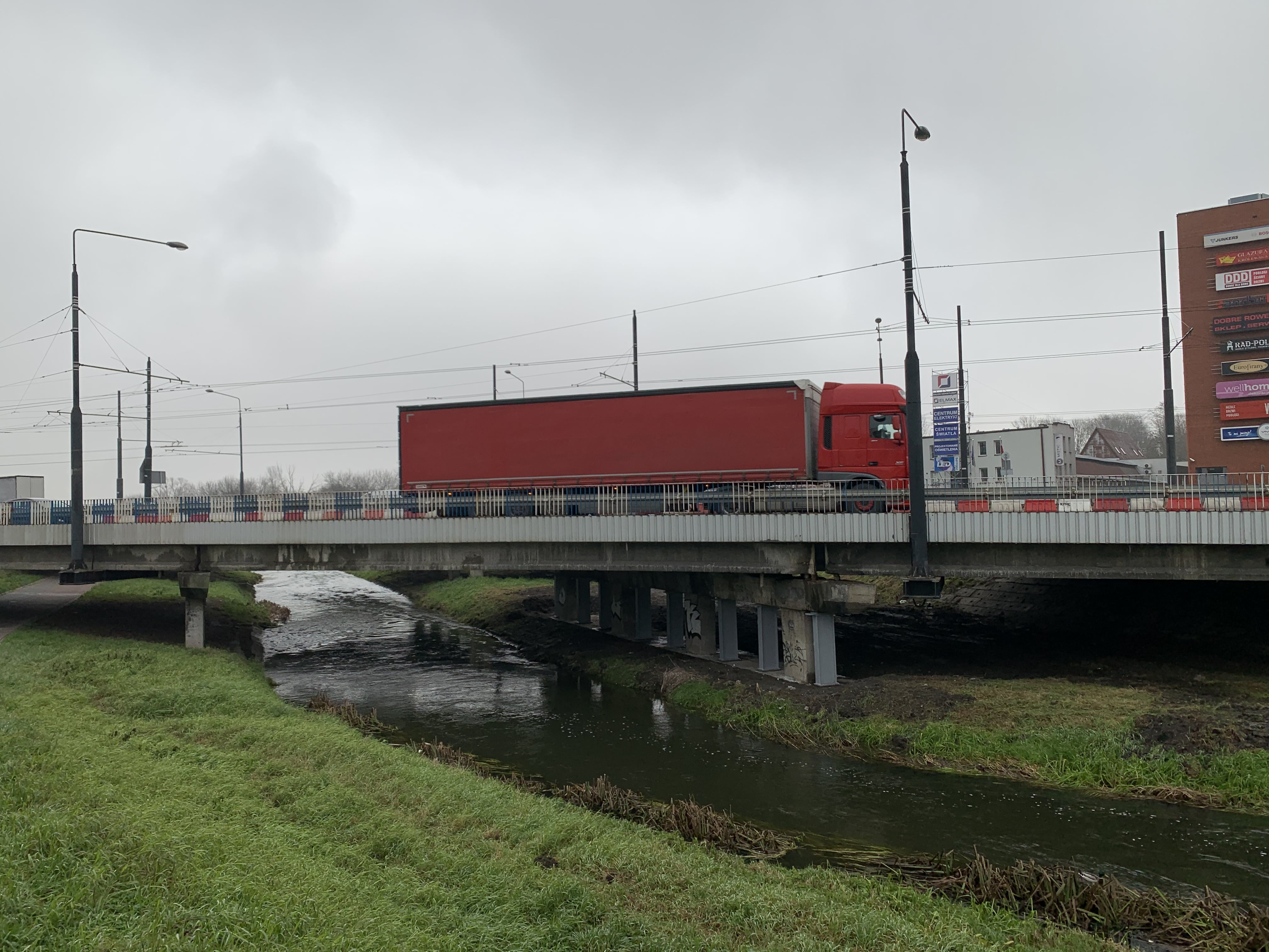 Most przy al. Unii Lubelskiej podparty. Można bezpiecznie jeździć - Zdjęcie główne