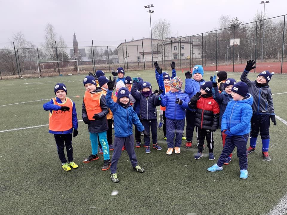 GM. NIEMCE: Dzieciaki garną się do futbolu. Gmina wspomogła GieKSę [GALERIA] - Zdjęcie główne