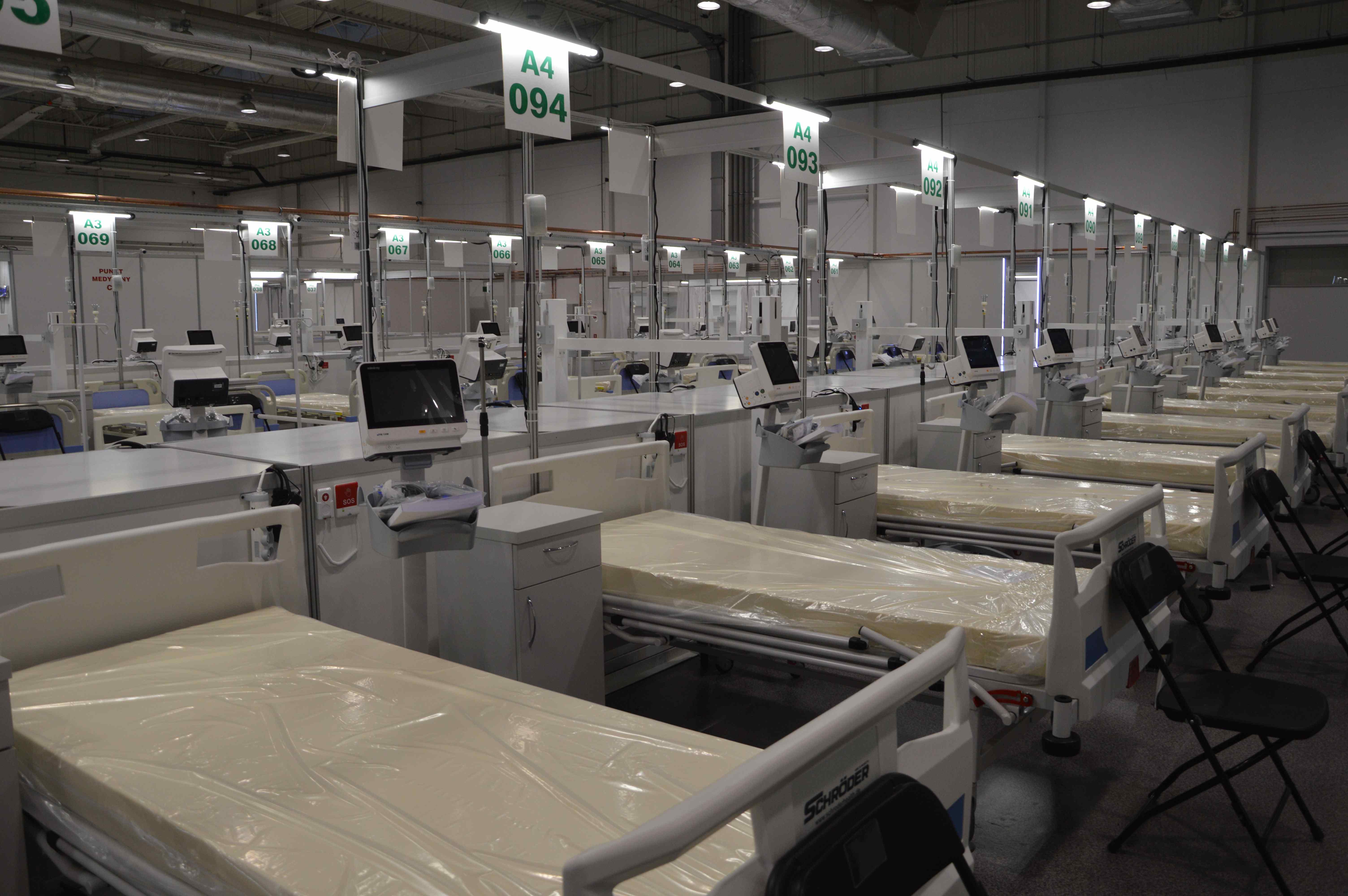 Lublin: Szpital tymczasowy zwiększa liczbę łóżek. Są też pierwsi od kilku miesięcy pacjenci - Zdjęcie główne
