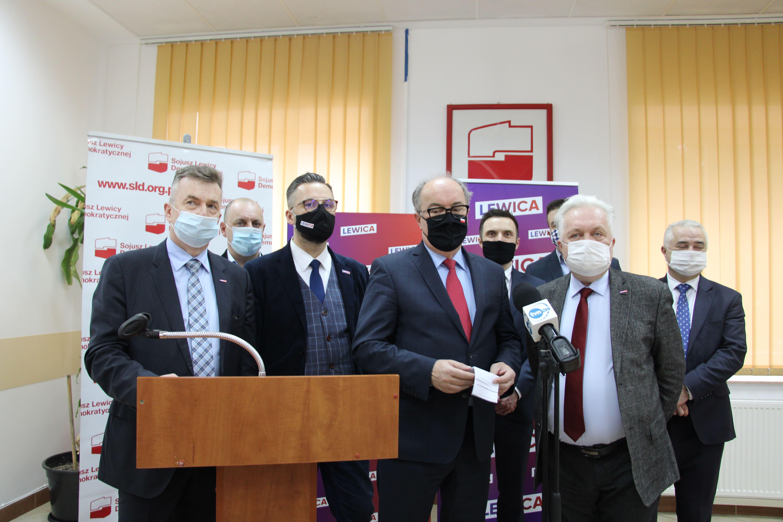 Lewica krytykuje wizytę Mateusza Morawieckego w szpitalu tymczasowym w Lublinie - Zdjęcie główne