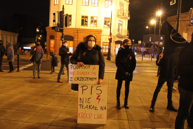 """""""Strajk Kobiet - zróbmy wystawę w Labiryncie!"""". Lubelska galeria w 39. rocznicę wprowadzenia Stanu Wojennego - Zdjęcie główne"""
