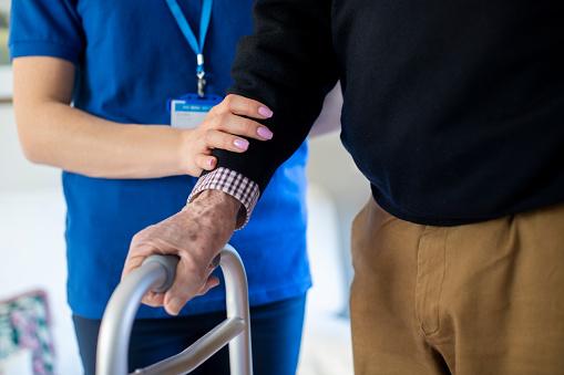 Koronawirus zwiększył umieralność w lubelskich domach pomocy społecznej? Radny Brzozowski pyta o ich mieszkańców - Zdjęcie główne