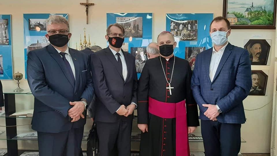Wystawa na 100 - lecie parafii Podwyższenia Krzyża Św.  - Zdjęcie główne