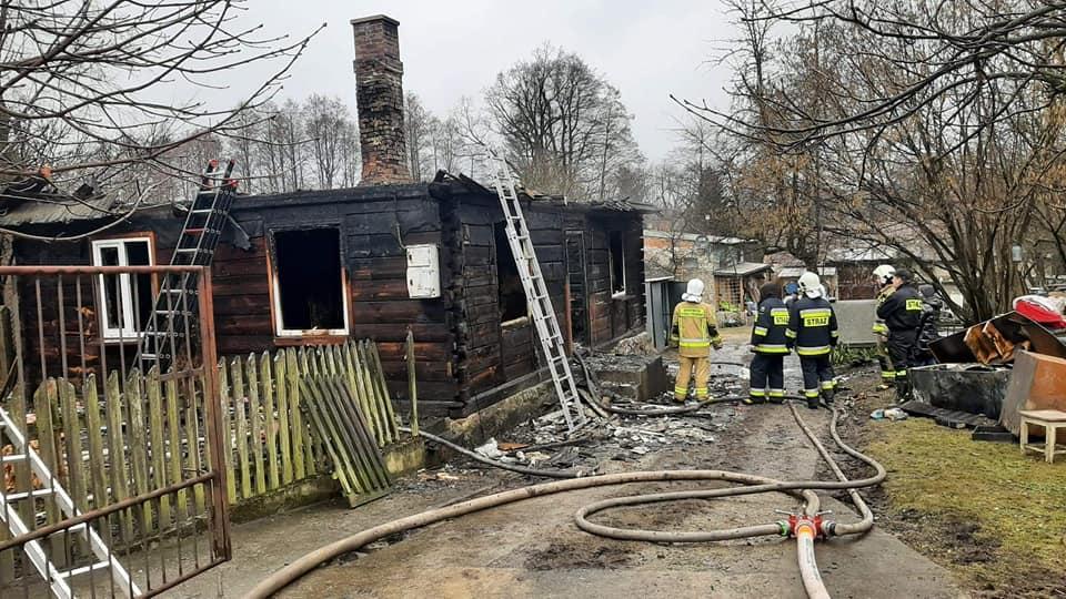 STOCZEK ŁUKOWSKI. Na ul. Kościelnej spłonął dom. Rusza akcja pomocy pogorzelcom (WIDEO) - Zdjęcie główne