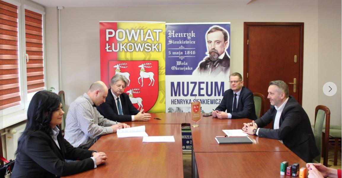 Umowa z wykonawcą rozbudowy Muzeum Sienkiewicza podpisana  - Zdjęcie główne