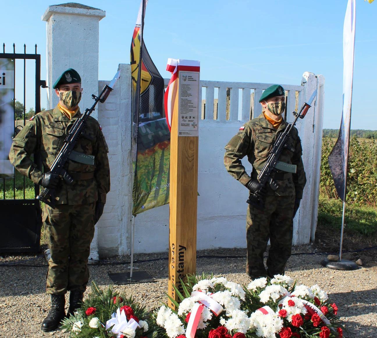 Ku czci 17 oficerów zamordowanych w Katyniu (ZDJĘCIA) - Zdjęcie główne