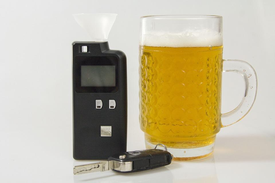 Plaga pijanych na jednośladach i kradzież 25 piw - Zdjęcie główne