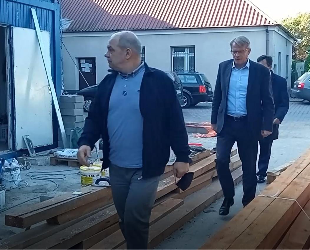 """POWIAT ŁUKOWSKI. Trwa budowa nowego skrzydła """"Rolnika"""" i remonty w ZS w Adamowie (WIDEO) - Zdjęcie główne"""