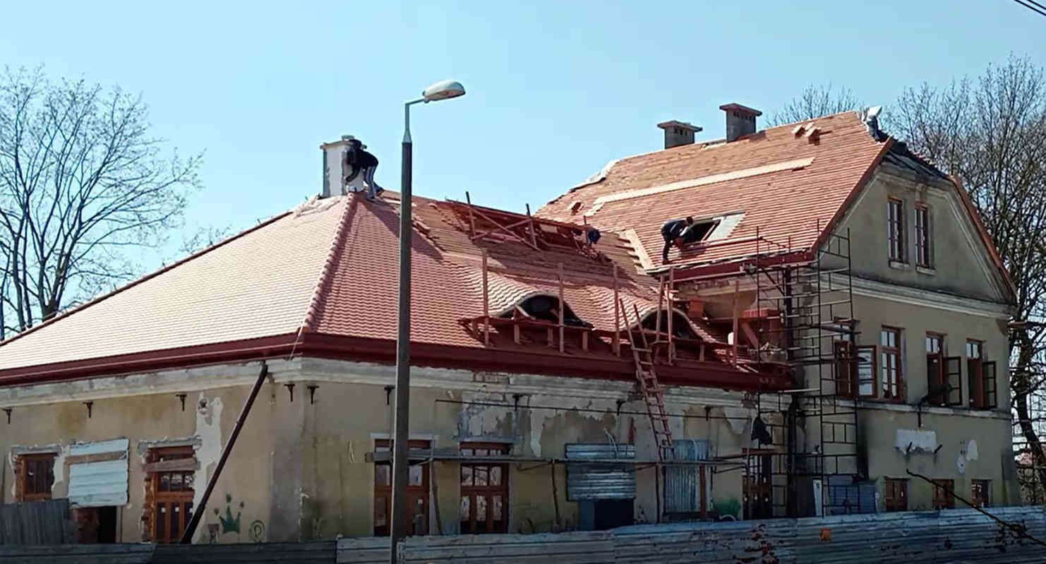 KRZYWDA Trwają prace remontowe na starym dworcu  (WIDEO) - Zdjęcie główne