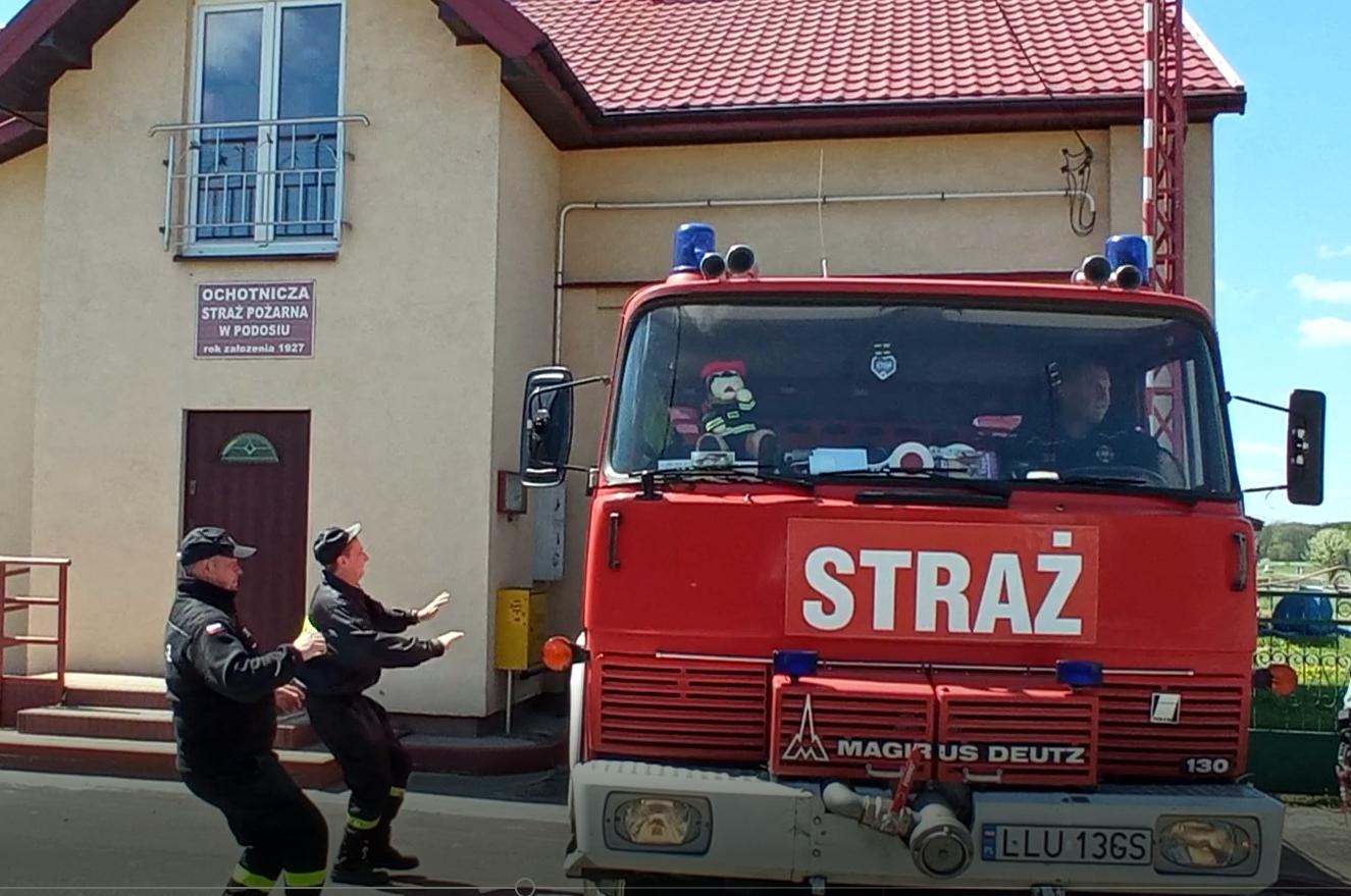 KRZYWDA Cała parafia pomagała w zbiórce na wóz dla strażaków (WIDEO)  - Zdjęcie główne