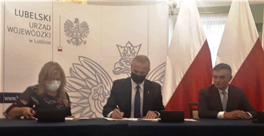 ADAMÓW. Gmina zainwestuje w drogę ponad 300 tys. zł, w kolejną ponad 100 - Zdjęcie główne