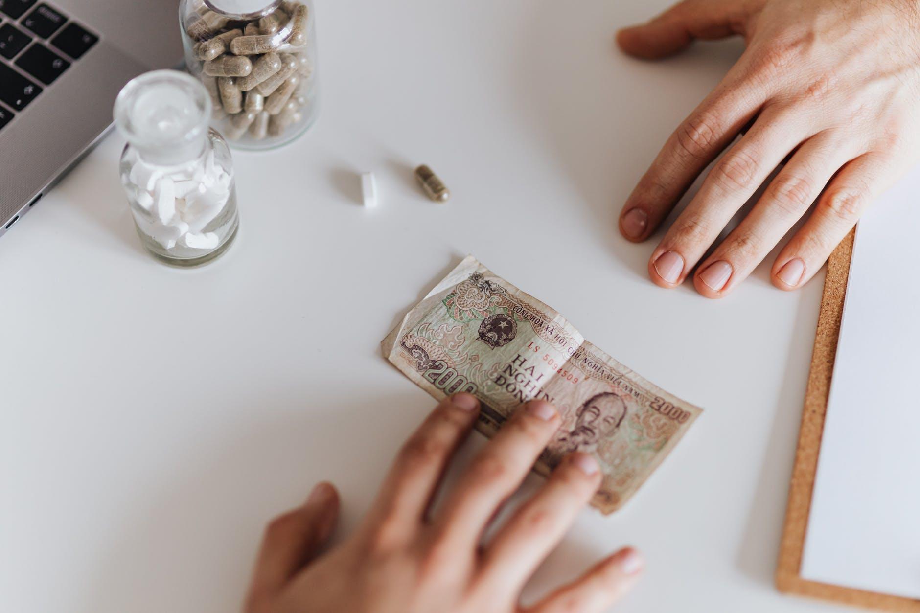 Kredyt konsolidacyjny - czy pomaga osobom zadłużonym?  - Zdjęcie główne
