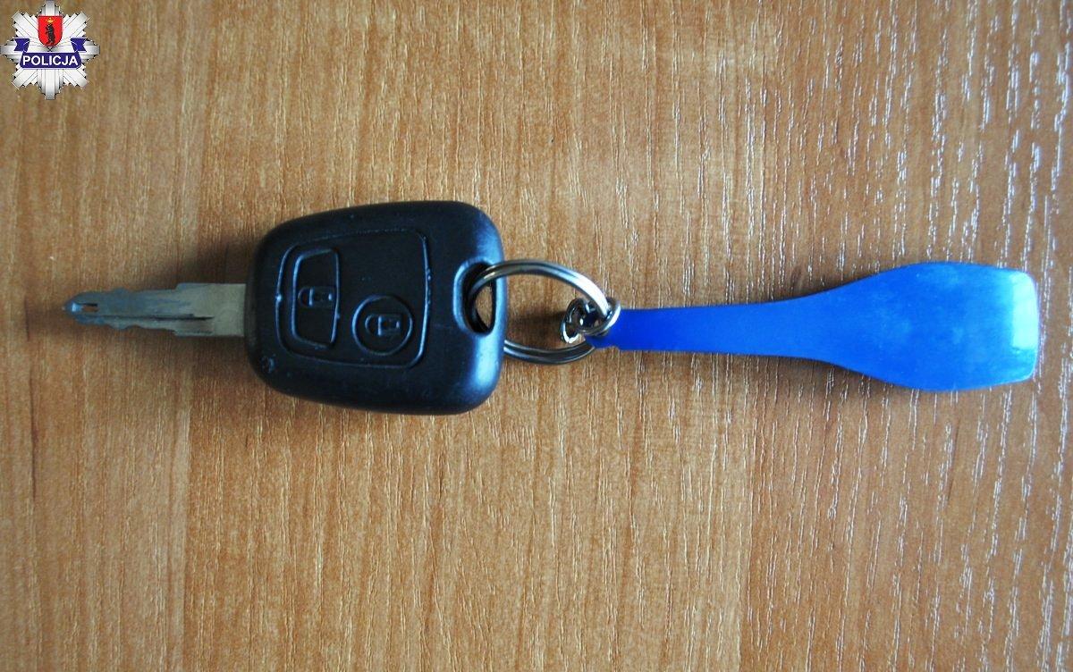 Policjanci  szukają właściciela kluczyka samochodowych  - Zdjęcie główne