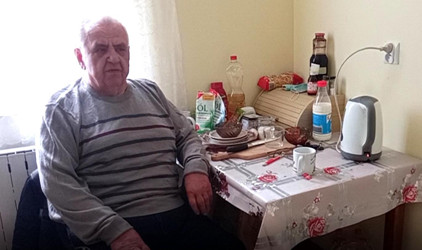 ŁUKÓW. 88 - letni pan Leszek potrzebuje pomocy. Zadłużył się żeby wyremontować spalone mieszkanie (WIDEO) - Zdjęcie główne