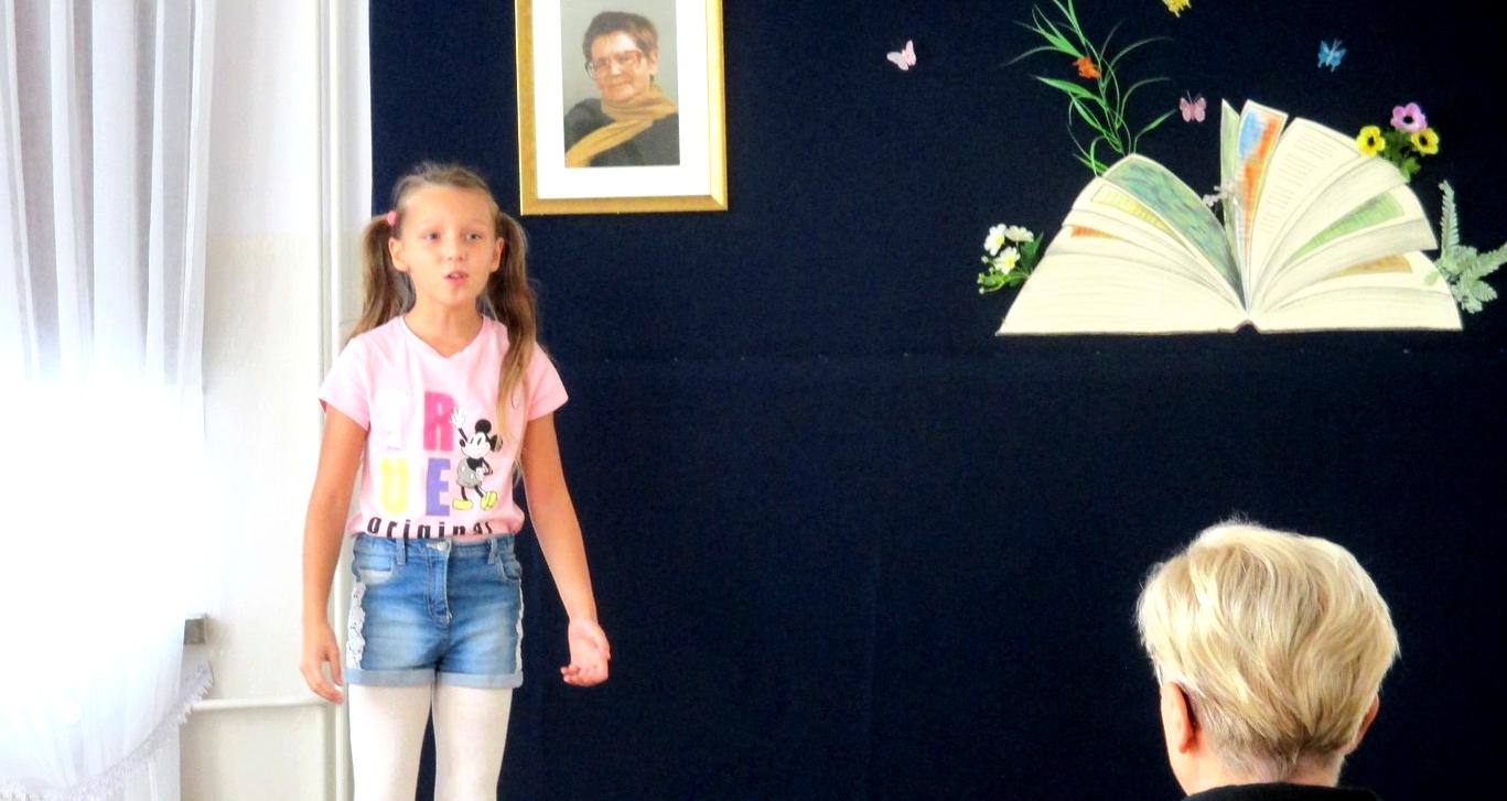 Julia Osiak z ŁOK wygrywa XV Regionalny Konkurs Recytatorski Poezji Marianny Bocian - Zdjęcie główne