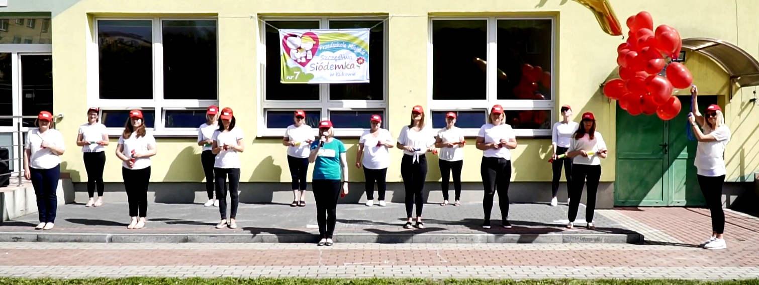ŁUKÓW: Przedszkolanki pompowały charytatywnie - Zdjęcie główne