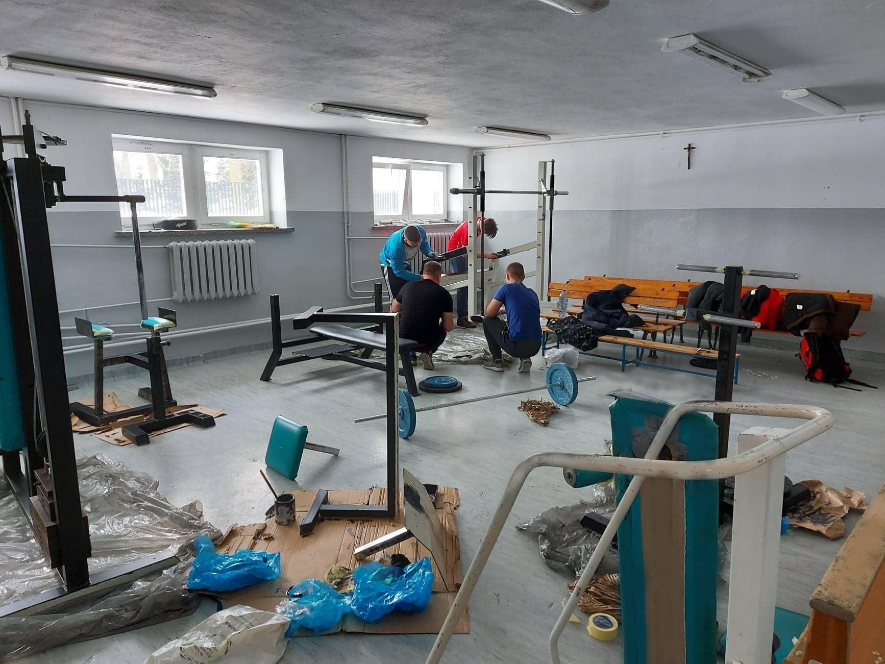 Remonty w bibliotece w Wojcieszkowie. Odnowili ściany i sprzęt na siłowni - Zdjęcie główne