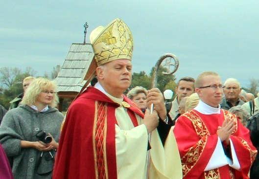 REGION. Były biskup siedlecki składa rezygnację. W tle sprawa z Łukowa  - Zdjęcie główne