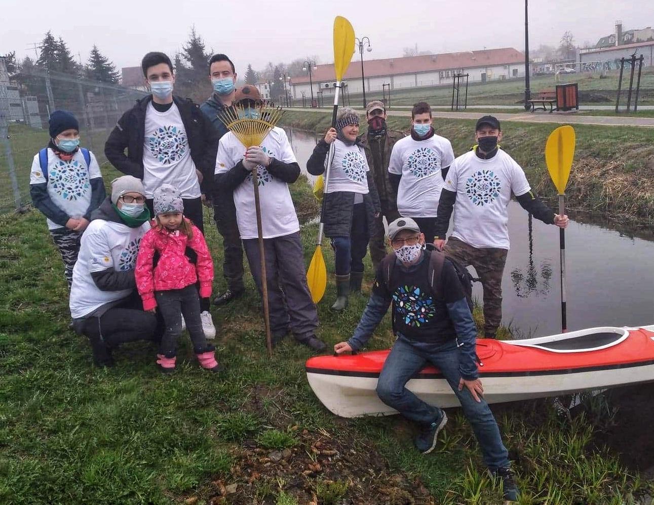 ŁUKÓW 10 worków śmieci po akcji sprzątania Krzny (GALERIA)  - Zdjęcie główne