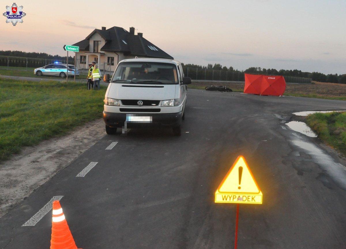 Wypadek w Wólce Zastawskiej: Motocyklista zderzył się z transporterem. Zmarł na miejscu - Zdjęcie główne