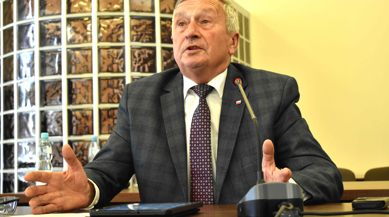 ŁUKÓW Burmistrz nie podpisał arkusza organizacyjnego w SP 5. Dlaczego? - Zdjęcie główne