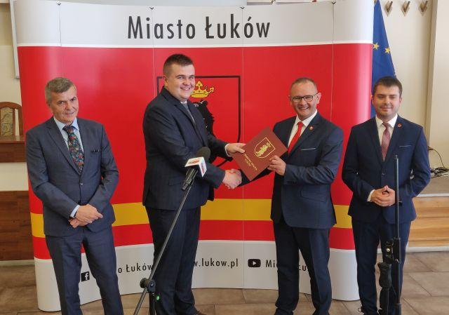 Mateusz Popławski zastępcą burmistrza Łukowa. Piotr Płudowski powołał  go dzisiaj 14 lipca (WIDEO) - Zdjęcie główne