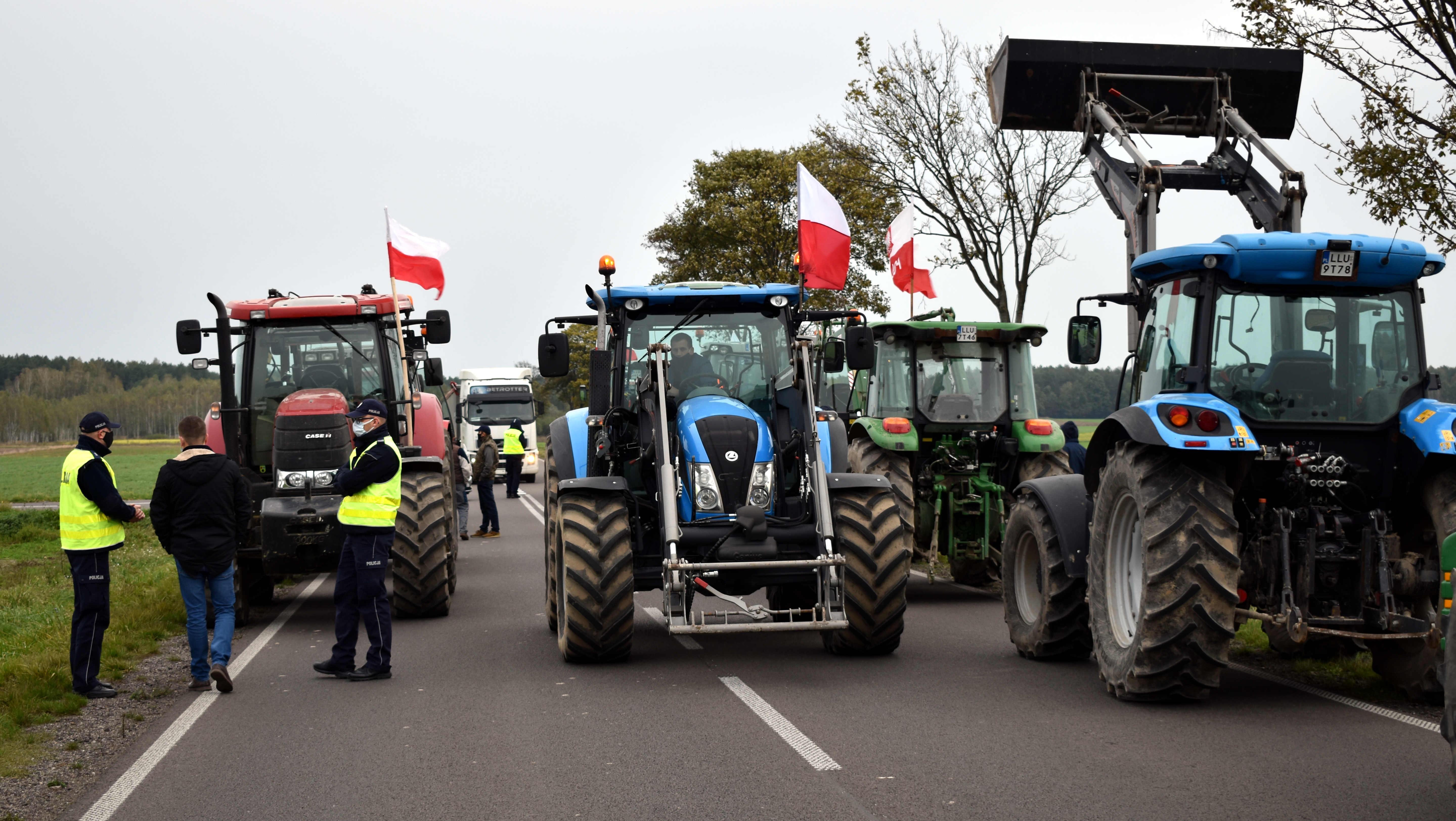 Trwają protesty rolników  w powiecie (WIDEO i ZDJĘCIA) - Zdjęcie główne