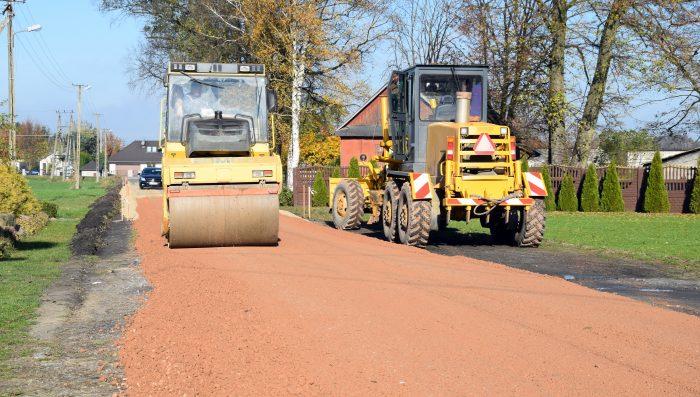 W gminie Stanin leje się asfalt - Zdjęcie główne