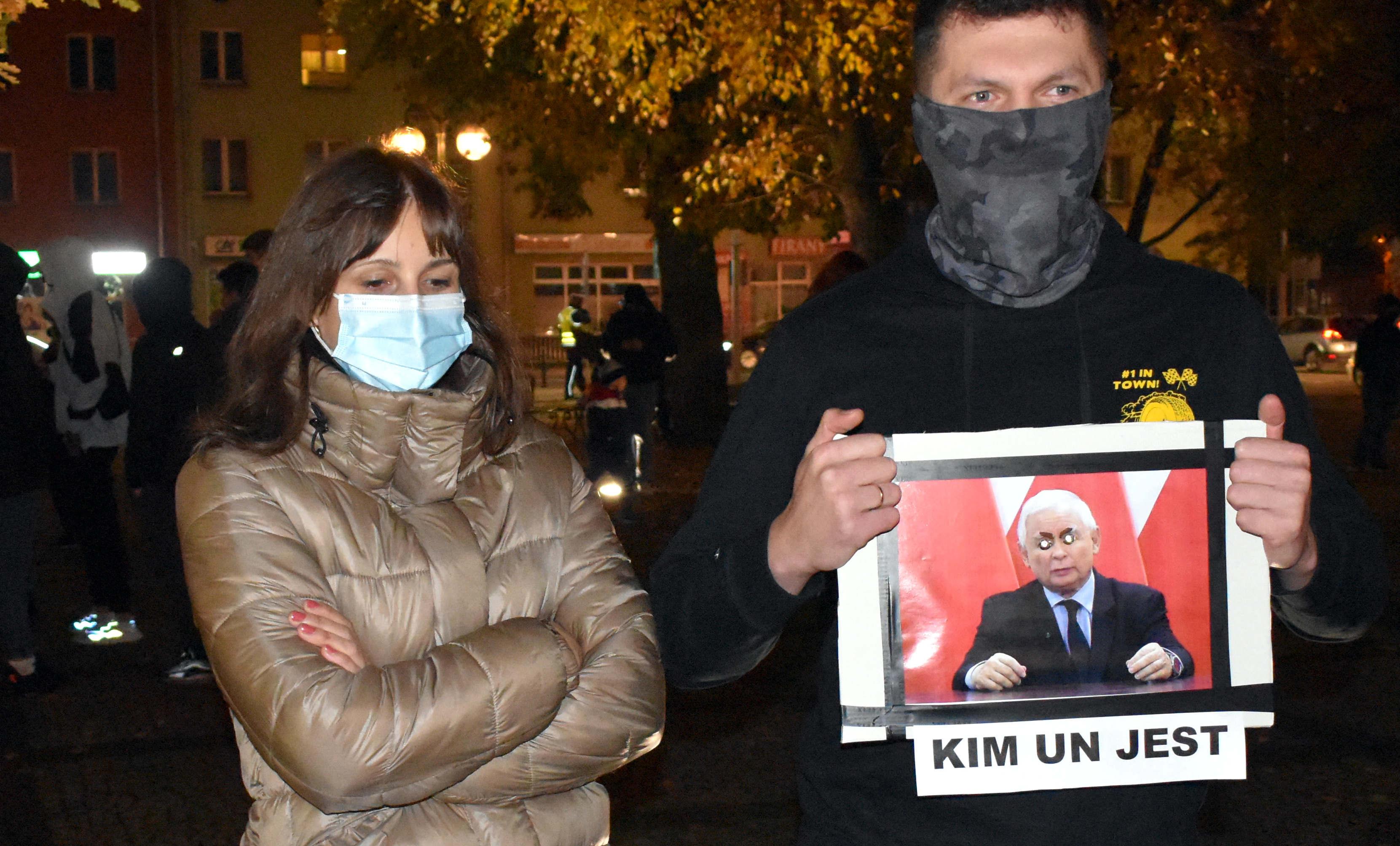 Czarny spacer w Łukowie. Wiemy co było na transparentach  (GALERIA) - Zdjęcie główne