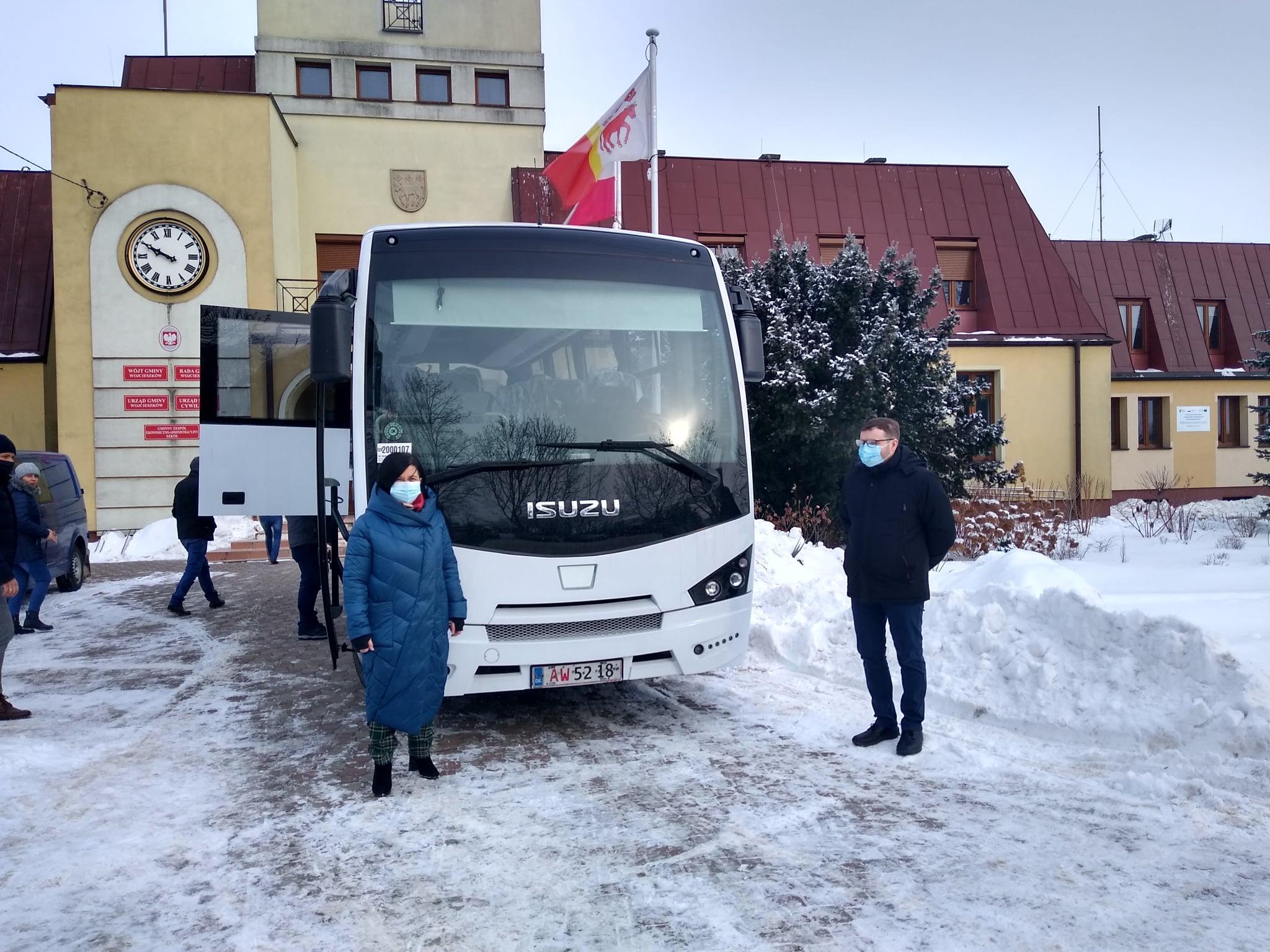 WOJCIESZKÓW Gmina zaprezentowała nowy autobus  - Zdjęcie główne