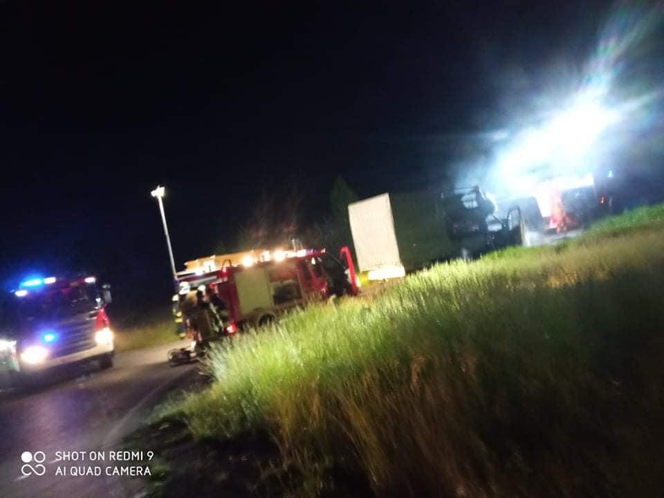 WOJCIESZKÓW Zapalił się bus  (ZDJĘCIA) - Zdjęcie główne