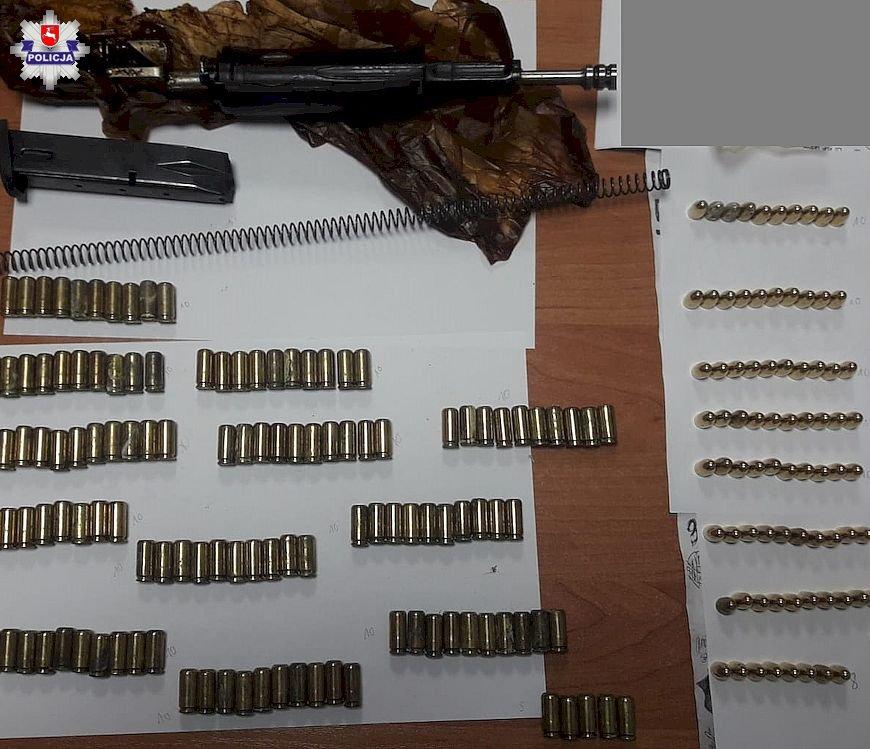 """Poszukiwany 35-latek z amunicją oraz częściami do karabinu """"kałasznikow"""" - Zdjęcie główne"""