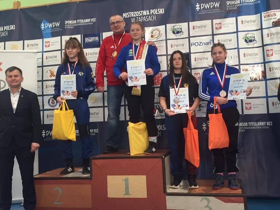 Gajowniczek ze złotem, Kazanecka z brązem - Zdjęcie główne