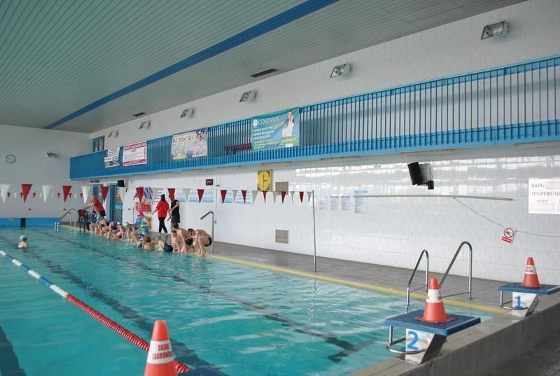 ŁUKÓW Po majówce na basen  - Zdjęcie główne