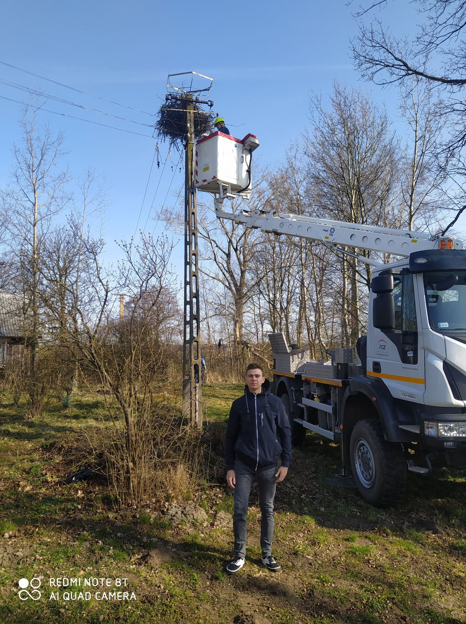 Uczniowie z Łukowa wykonali gniazda dla bocianów  - Zdjęcie główne