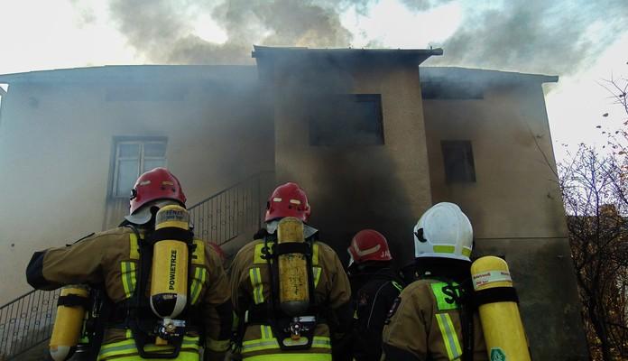 Rudnik Duży: strażacy podpalili dom - Zdjęcie główne
