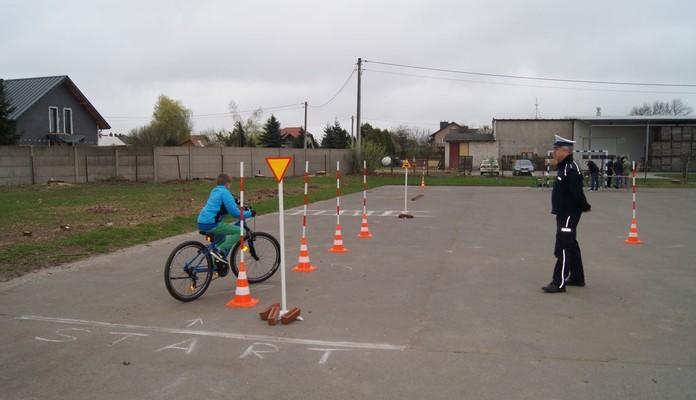 Policjanci przeprowadzili egzamin na kartę rowerową - Zdjęcie główne