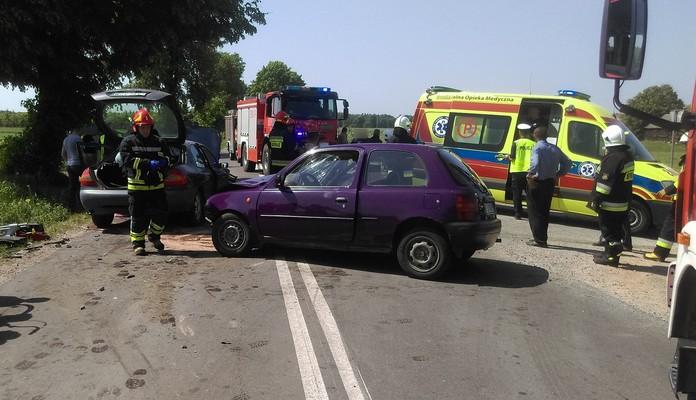 Trzy osoby poszkodowane w zderzeniu dwóch pojazdów - Zdjęcie główne