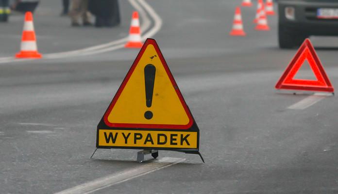 Wypadek samochodu osobowego z ciężarowym - Zdjęcie główne