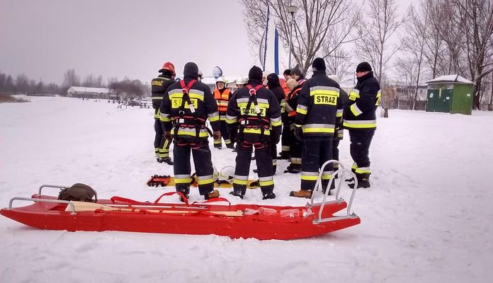 Dziś strażacy ponownie ćwiczyli nad Zalewem (foto) - Zdjęcie główne