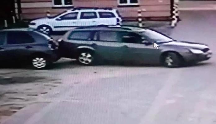 Poszukiwani świadkowie uszkodzenia auta (wideo) - Zdjęcie główne