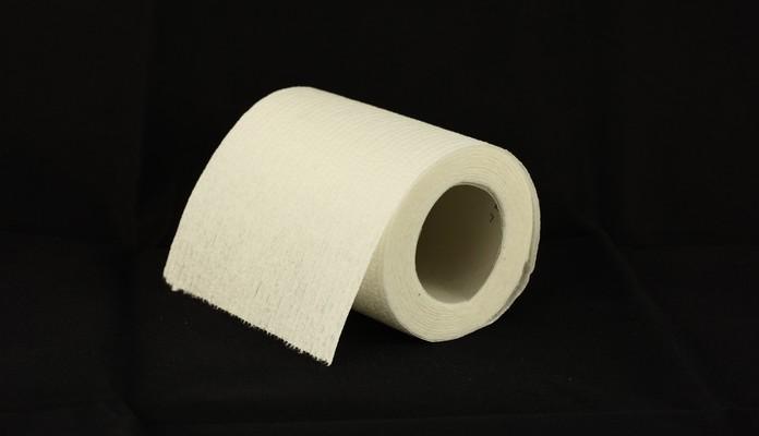 Miasto oszczędza na papierze w toaletach szkół? - Zdjęcie główne