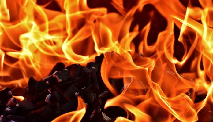 Pruszynek: podpalił i uciekł - Zdjęcie główne