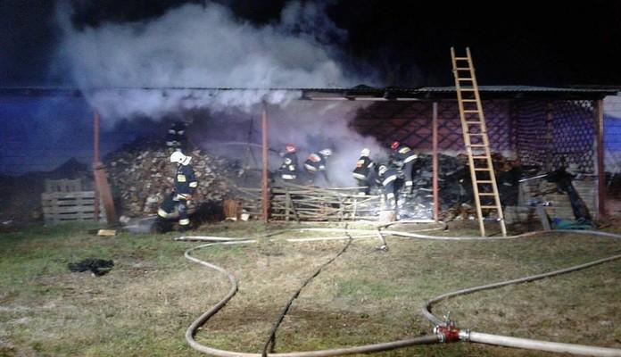 Żelków: Pożar budynków gospodarczych - Zdjęcie główne