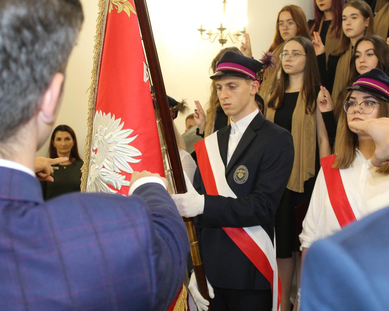 Siedlce: W IV LO odsłonili popiersie swojego patrona (ZDJĘCIA) - Zdjęcie główne
