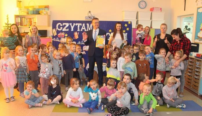 Skórzec: Wójt czytał dzieciom opowiadania Brzechwy i Tuwima - Zdjęcie główne