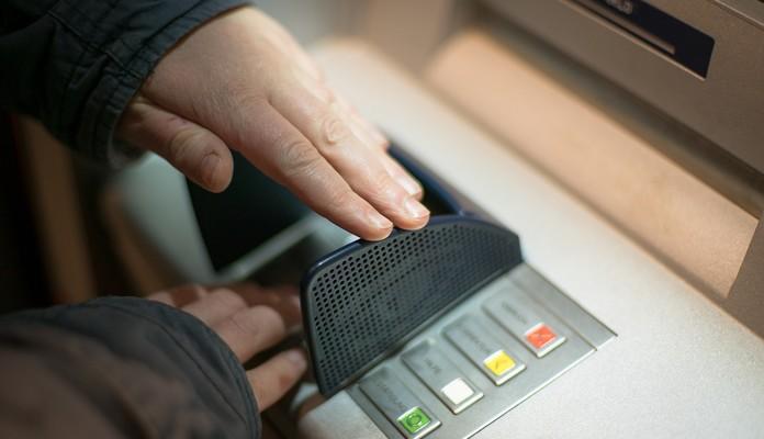 Oszuści kradną nasze dane i pieniądze - Zdjęcie główne