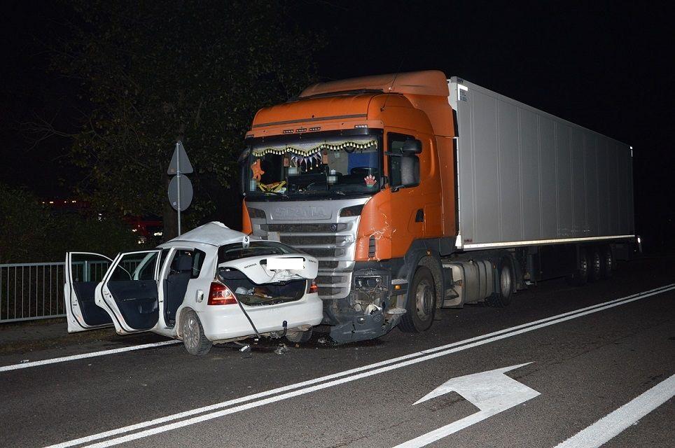Powiat bialski: Osobówka zderzyła się z tirem w Rogoźnicy - Zdjęcie główne